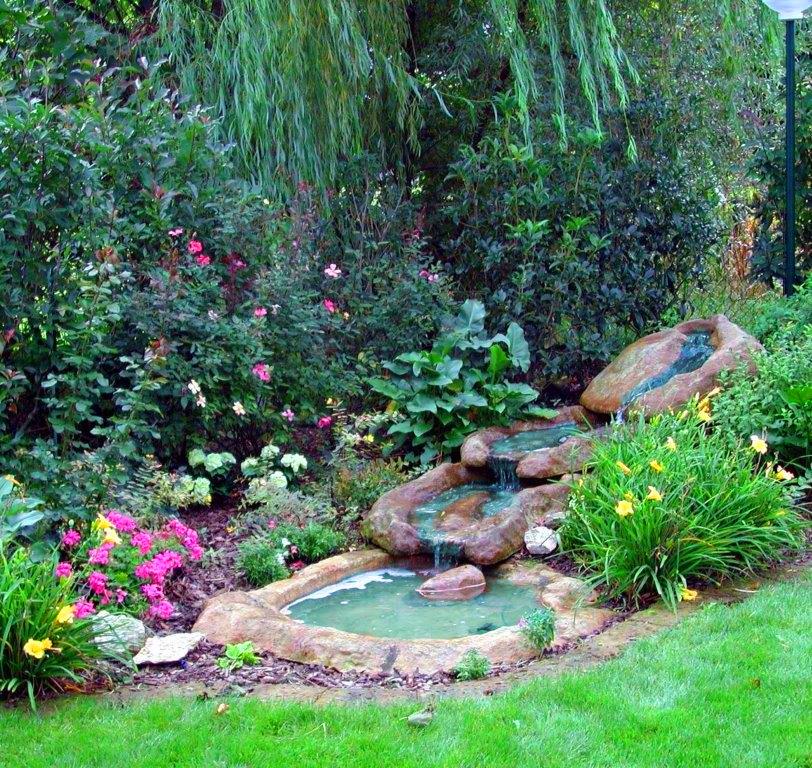 Cascata azzurra bacino laghetto da giardino fontana for Cascate da giardino in vetroresina